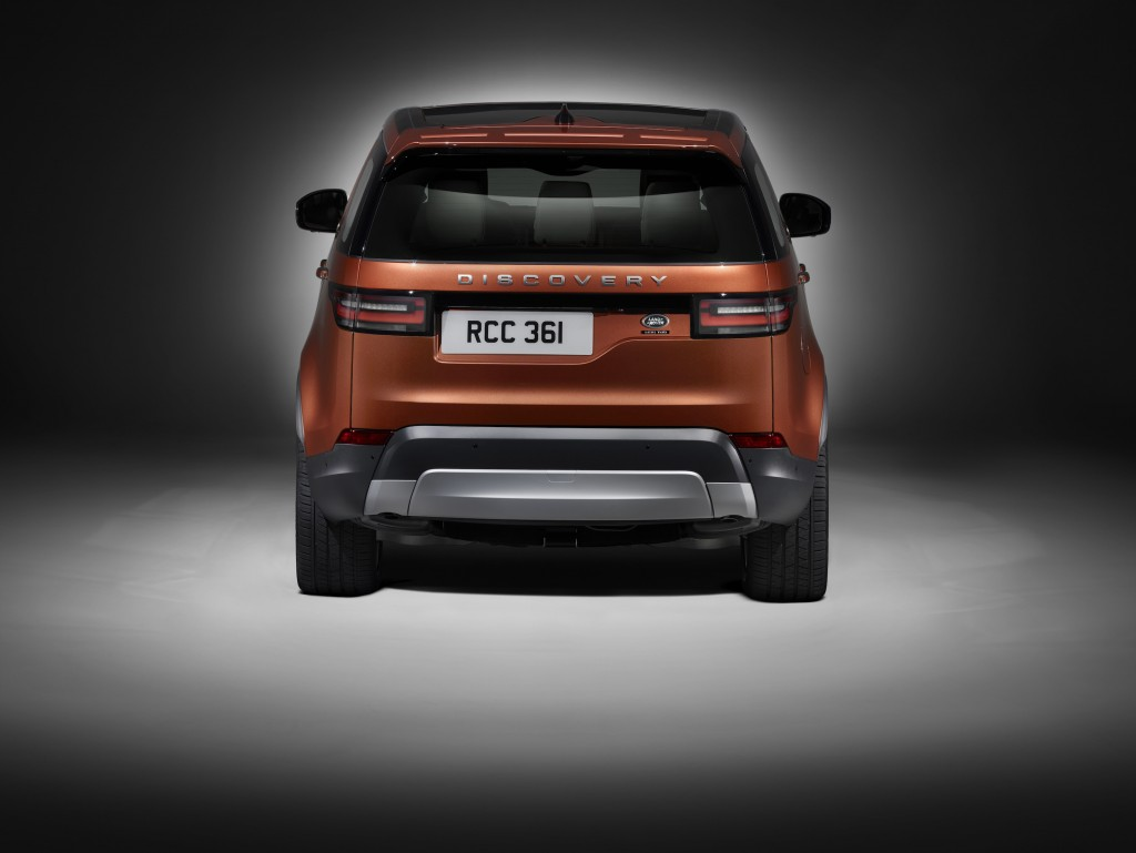 land-rover-discovery-studio_rear-1