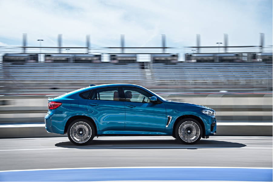 P90172890_highRes_the-new-bmw-x6-m-on-